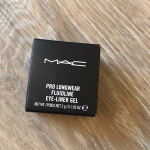 MAC Pro longwear fluid line Black Track New